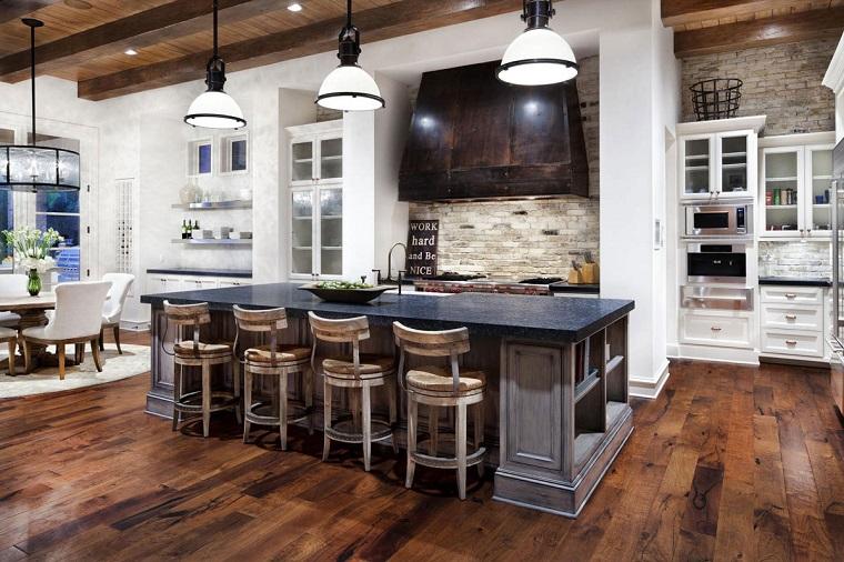 Lampadario Cucina Rustica : Cucina rustica legno pietra ma anche dei tocchi moderni