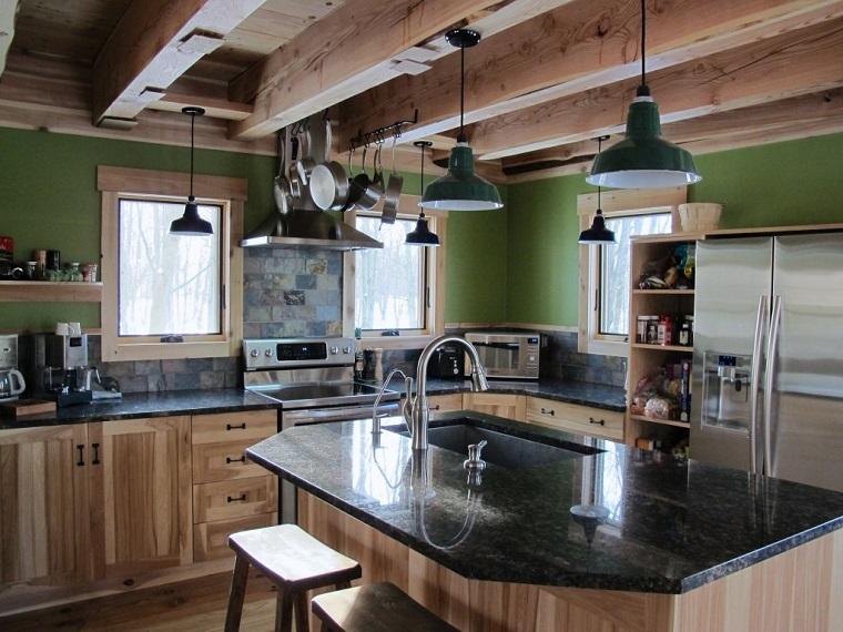 cucina rustica-mobili-legno-top-marmo