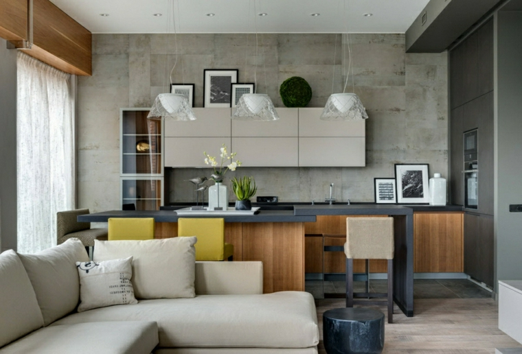 cucine piccole ad angolo parete con piastrelle grigie soggiorno con divano in tessuto