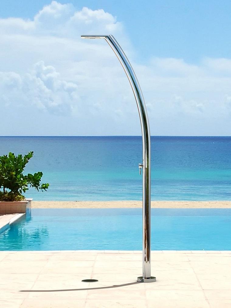 docce-da-giardino-stile-moderno-piscina