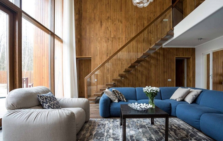 fai-da-te-idee-soggiorno-stile-classico-divano-blu