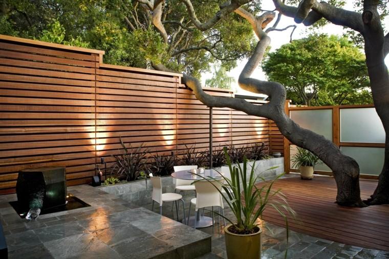 fontana-da-giardino-stile-zen-albero-grande