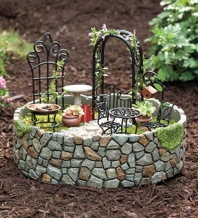 giardini in miniatura-pietre-piccole-mobili-ferro-battuto