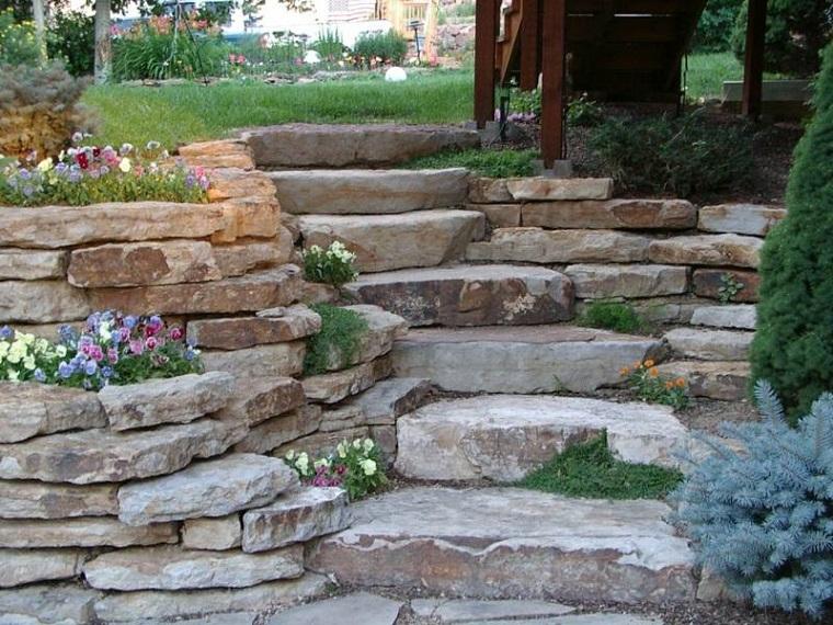giardini rocciosi-scalini-fiori-decorativi