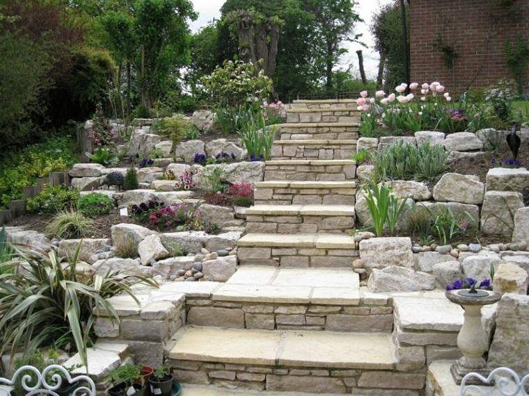 giardini rocciosi-scalini-piante-grasse