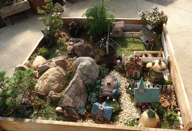 giardino-in-miniatura-cassetta-casette-rocce