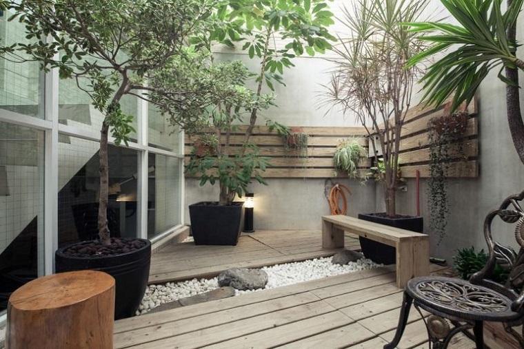 giardino-pavimentazione-legno-roccia