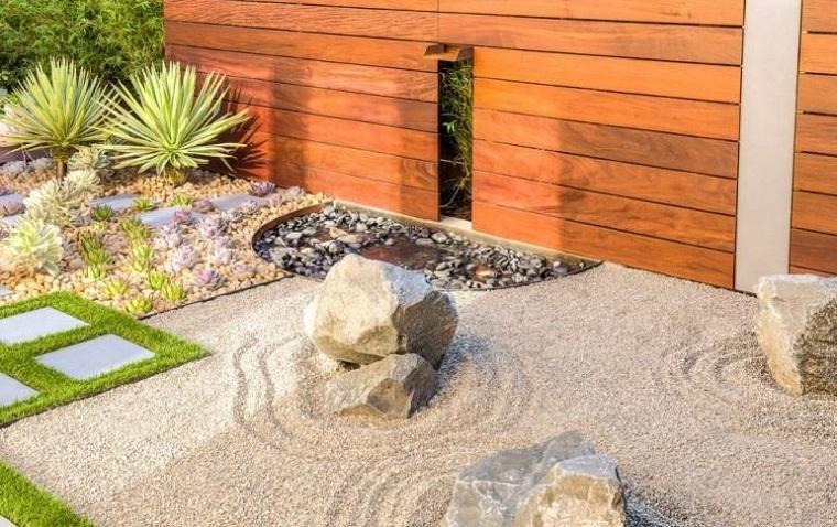 giardino roccioso-parete-legno-sabbia