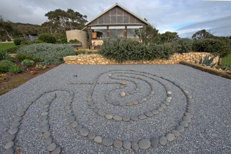 giardino roccioso-rocce-rotonde-forma-spirale