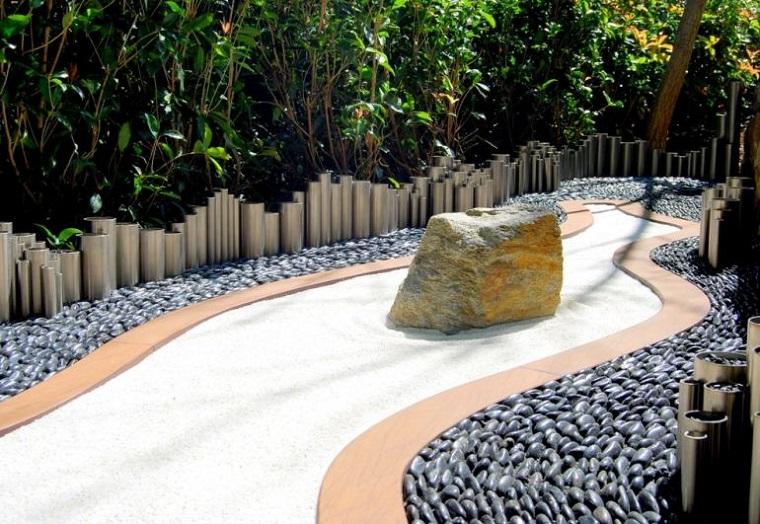 giardino roccioso-vialetto-colore-bianco