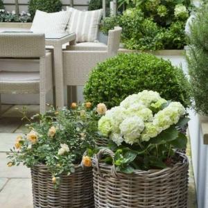 Giardini shabby chic e il fascino irresistibile di questo stile così romantico