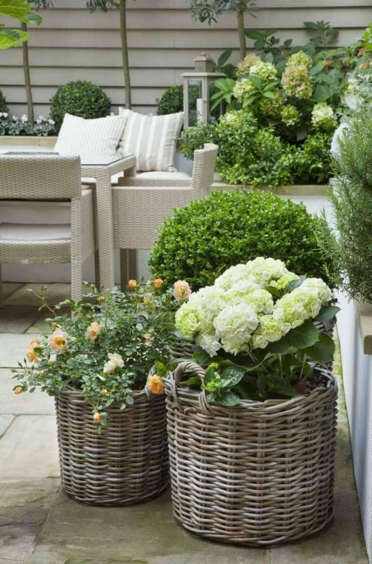 giardino-shabby-chic-fiori-mobili