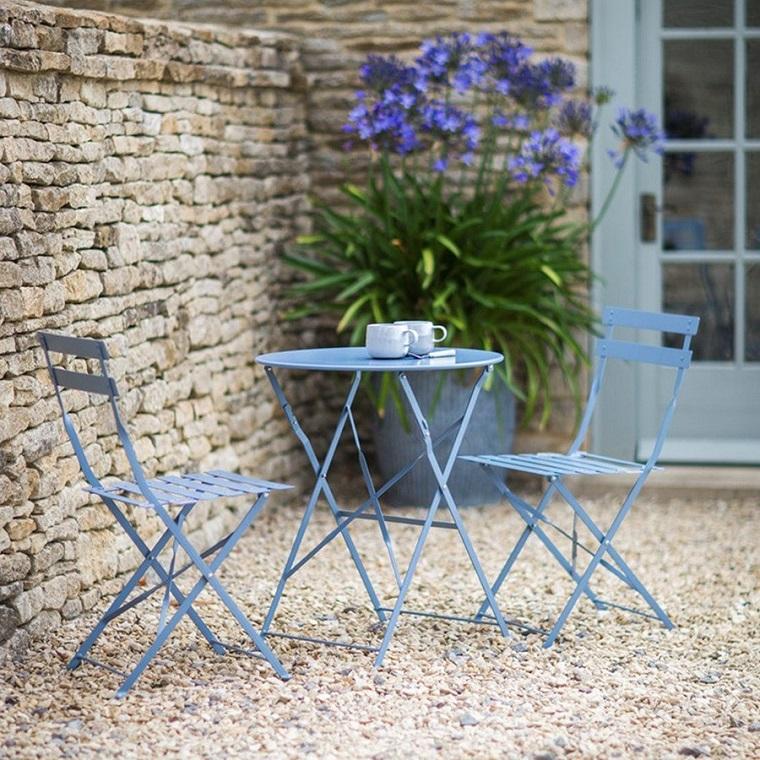 giardino-shabby-chic-mobili-ferro-colore-blu