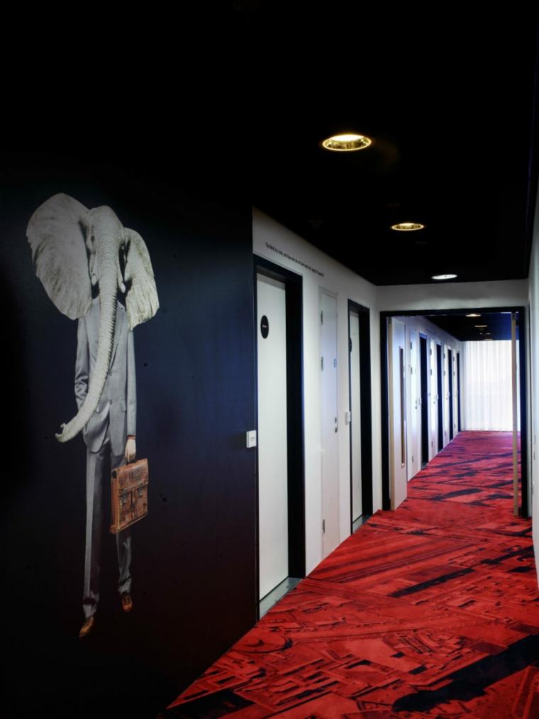 idea-fresca-colorata-vivace-corridoio-moderno