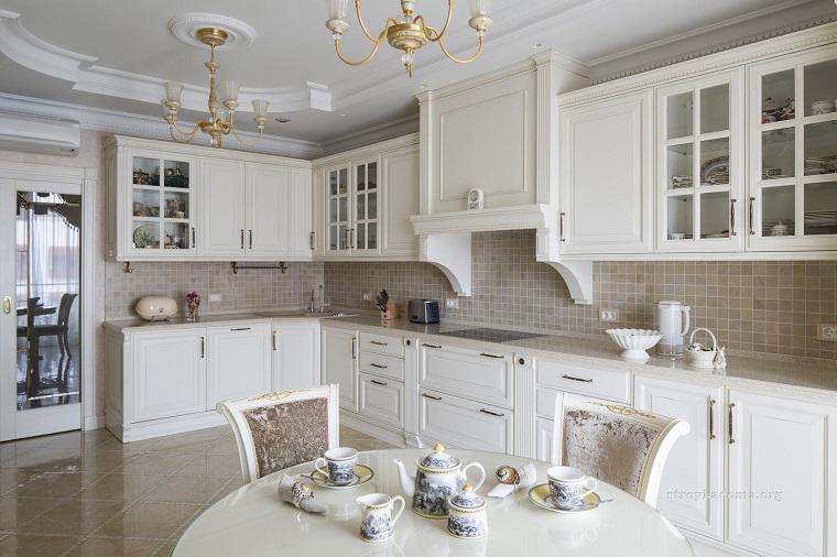 idee fai da te-cucina-stile-classico-tonalita-chiare
