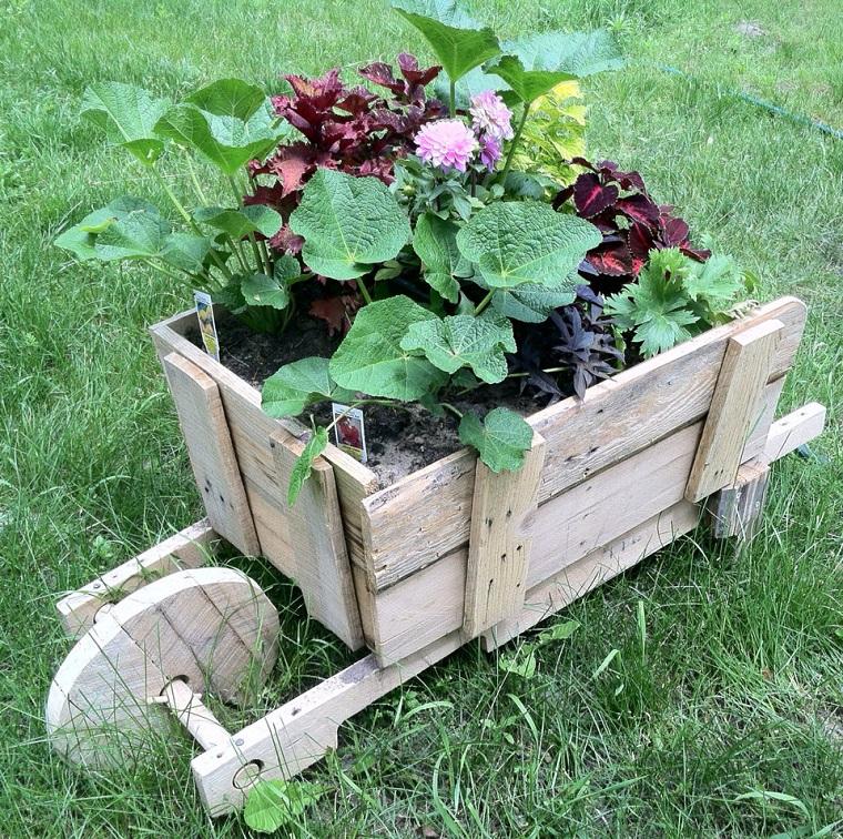 idee giardino fai da te-cariola-fiori