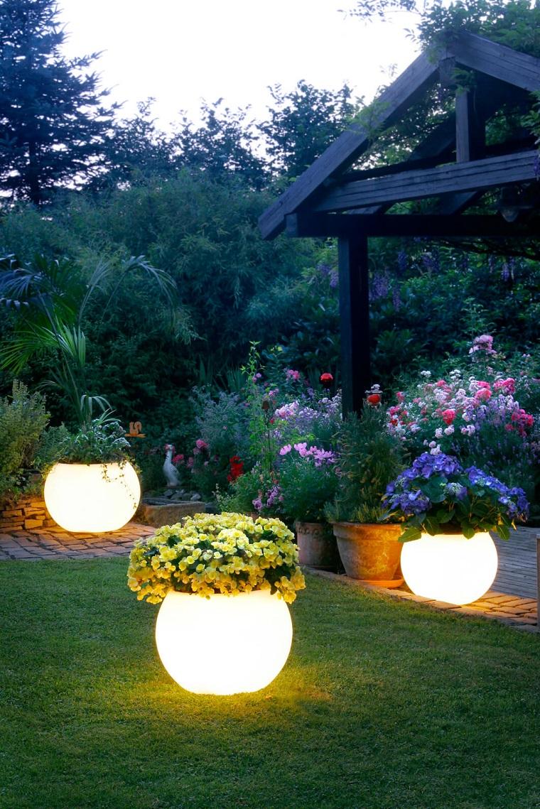 Idee Per Illuminare Un Giardino illuminazione da giardino: idee per migliorare l'aspetto