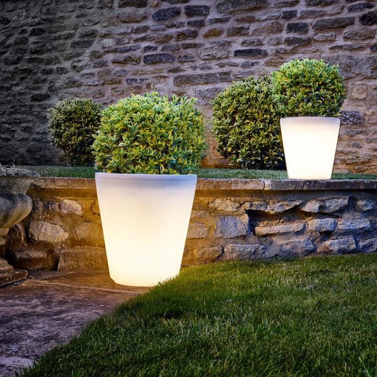 illuminazione da giardino-outdoor-design-vasi