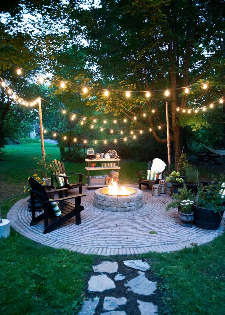 illuminazione-giardino-idea-fili-appendere