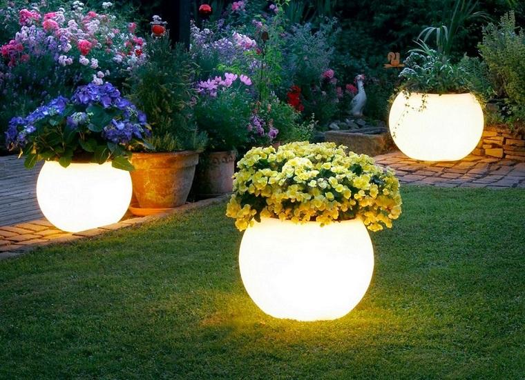Lanterne Da Giardino Fai Da Te : Lanterne da esterno come illuminare il giardino con originalità
