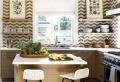 Mensole per cucina: piani d'appoggio per attrezzare le pareti