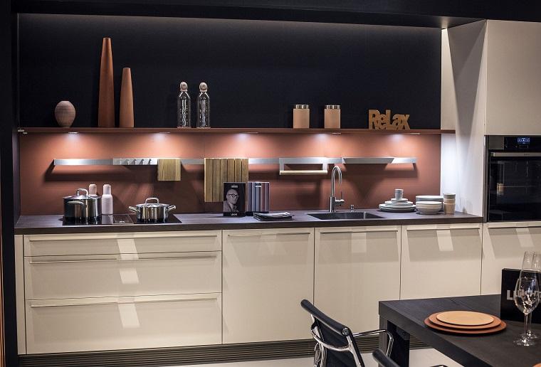 Mensole per cucina piani d 39 appoggio per attrezzare le - Mensole per cucina moderna ...