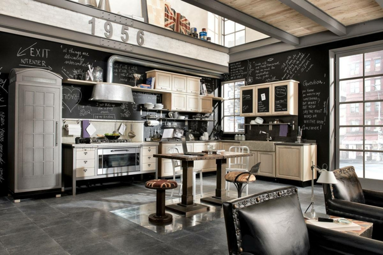 Casa stile industriale moderno, open space cucina e soggiorno, poltrone di pelle nera