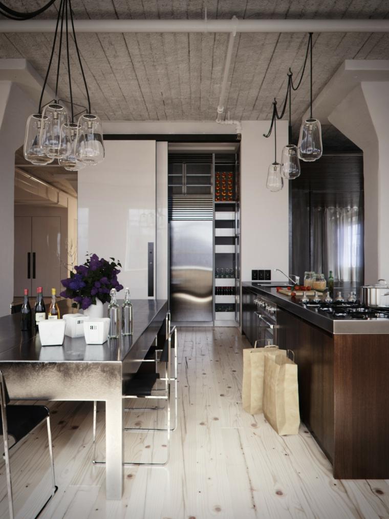 Arredamento moderno e arte povera insieme, cucina con tavolo da pranzo in acciaio inox