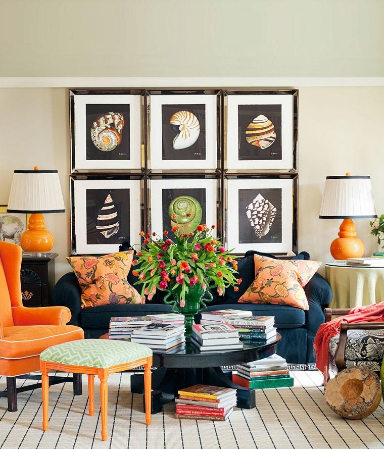 pareti-decorate-tanti-quadri-fila