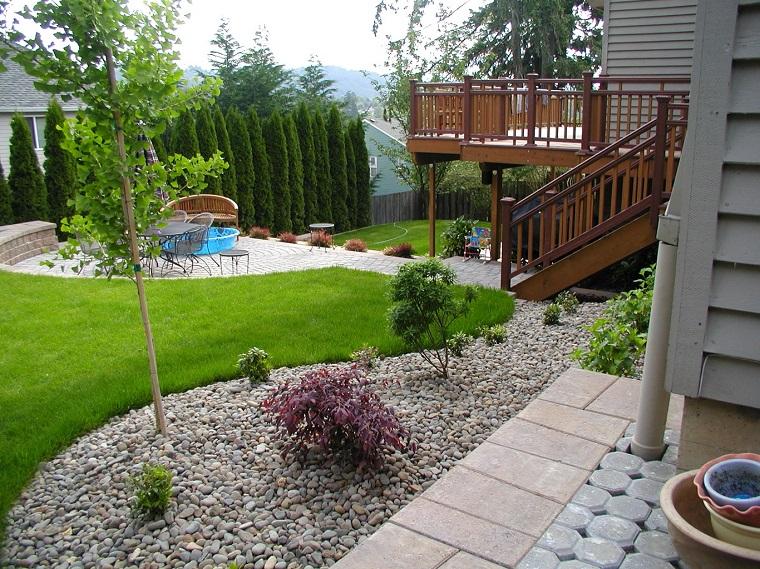 pavimentazione-esterna-giardino-mattonelle-ghiaia