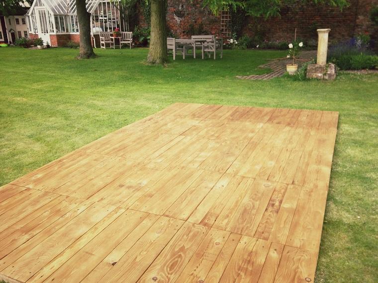 pavimentazione-esterna-giardino-passerella-legno