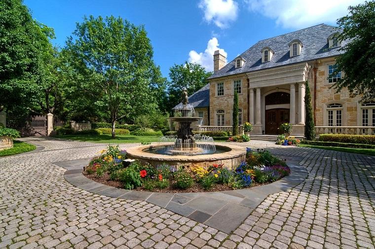 pavimentazione giardino-tante-mattonelle-piccole