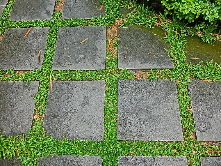 pavimento-da-giardino-mattonelle-quadrate