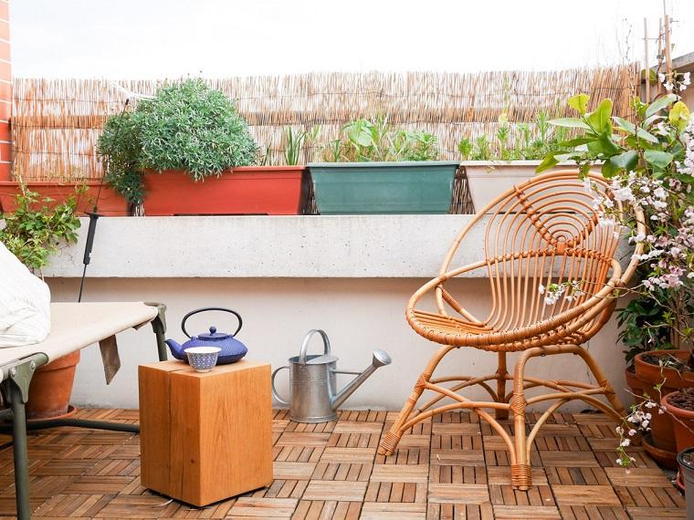 piante-da-balcone-sedia-legno