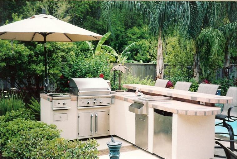 piccola-compatta-semplice-cucina-outdoor