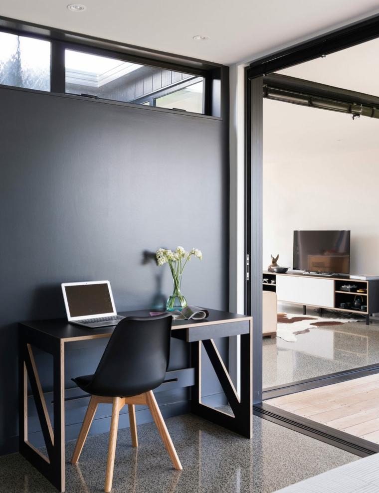 Arredamento moderno industrial, ufficio in casa, scrivania con sedia e computer