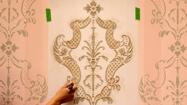 Stencil muro come personalizzare con stile e fantasia le - Stencil per parete ...