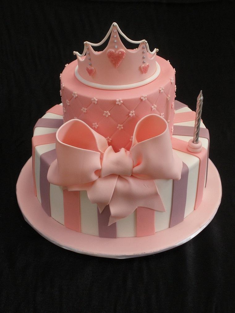 torta-principesse-color-albicocca-fiocco-corona