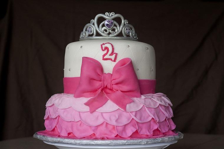 torte-principesse-bianca-rosa-fiocco-corona-due-anni