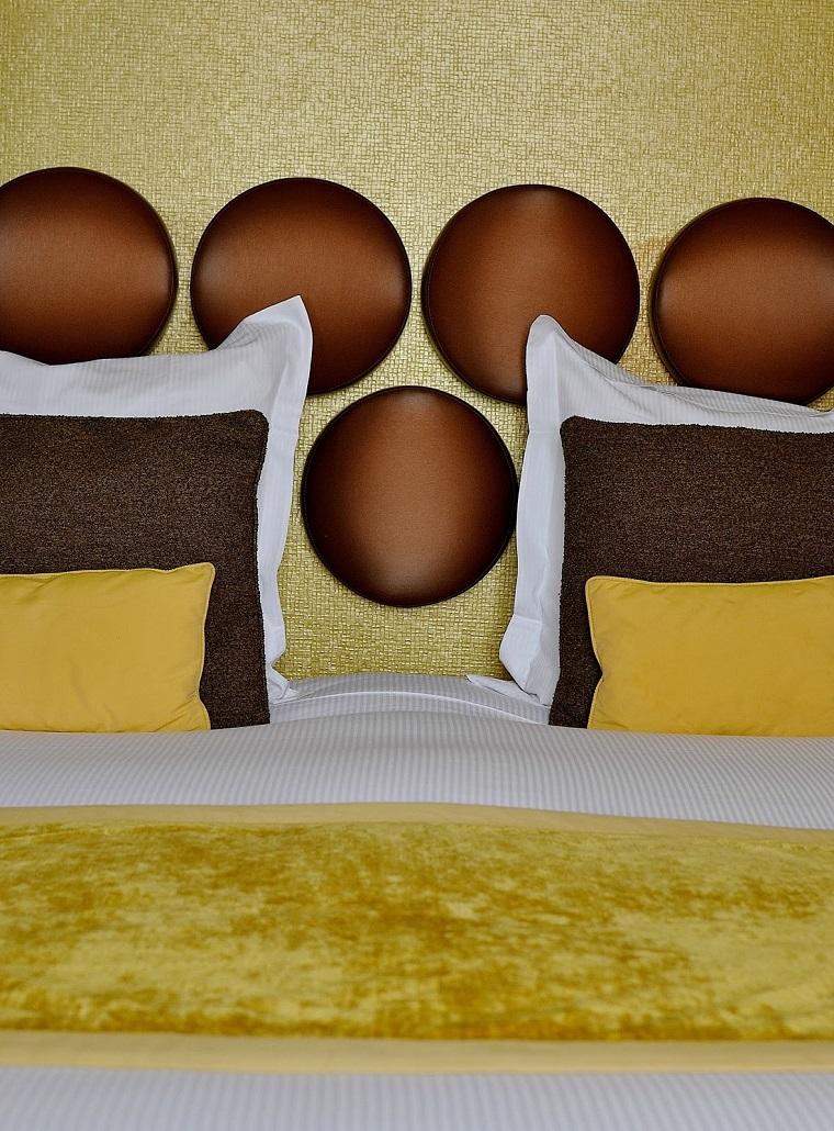 arredamento-anni-70-camera-toni-giallo-marrone