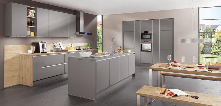 arredamento-cucina-isola-centrale-colore-grigio