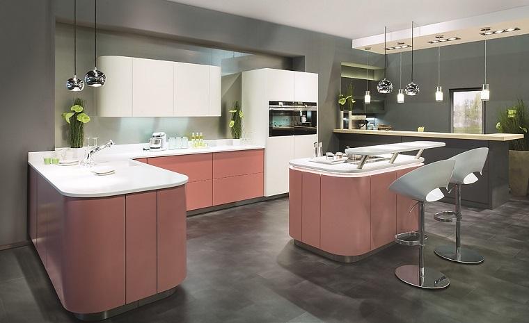 arredamento-cucina-isola-centrale-colore-salmone