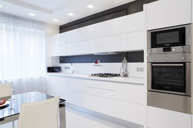 arredamento-moderno-cucina-colore-bianco