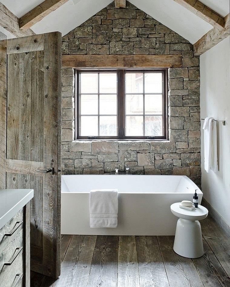 arredamento-rustico-bagno-vasca-rettangolare