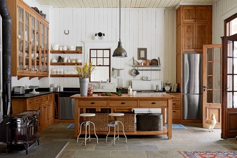 arredamento-rustico-cucina-isola-centrale-mobili-legno
