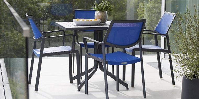 arredamento-terrazzo-mobili-colore-blu