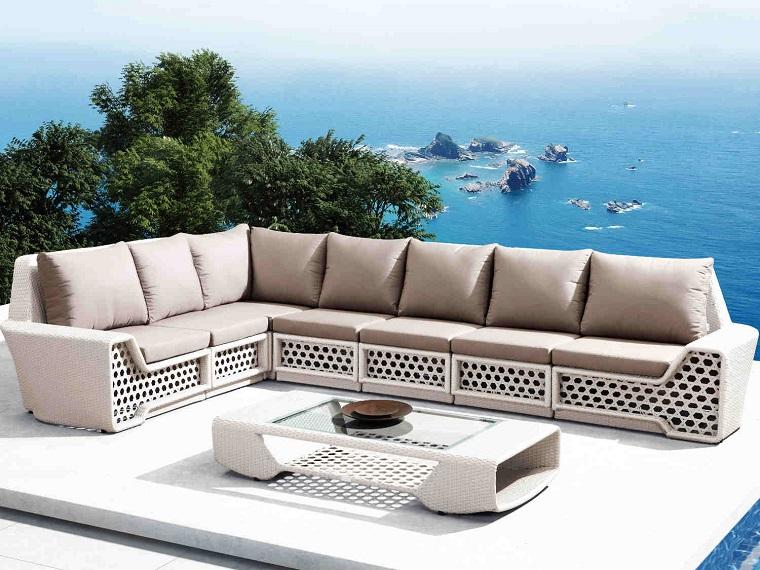 arredamento terrazzo-moderno-divano-grande