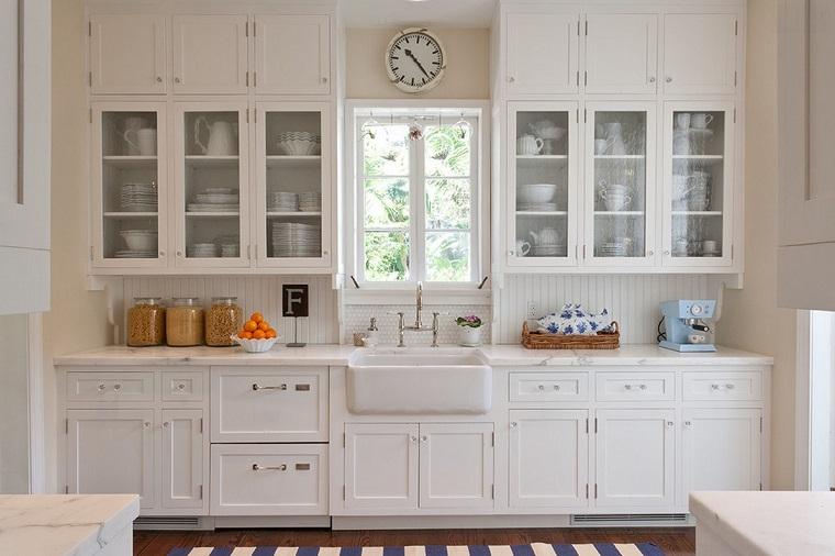 arredare-cucina-stile-country-mobili-colore-bianco