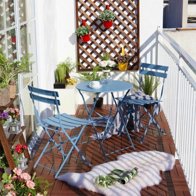 arredare-terrazzo-mobili-ferro-battuto-colore-azzurro
