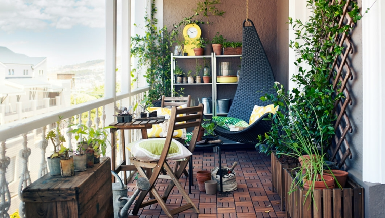 arredare-terrazzo-piccolo-pavimentazione-legno